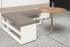 Dettaglio di un divanetto angolare composto a moduli con un tavolino in legno