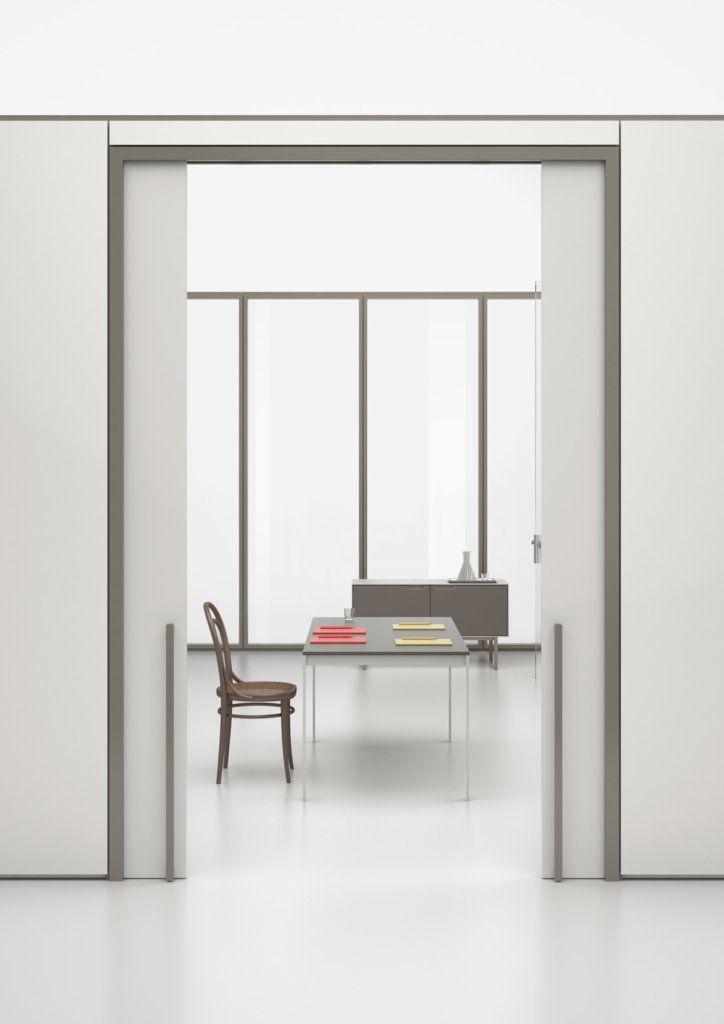 Foto di una porta di entrata create con le pareti interne mobili collezione Wallsystem