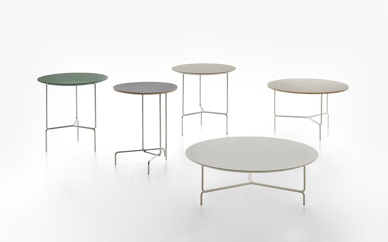 Foto con tavoli con struttura delle gambe di diverso tipo della collezione Litta